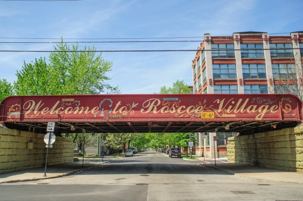 Roscoe Village Welcome Sign